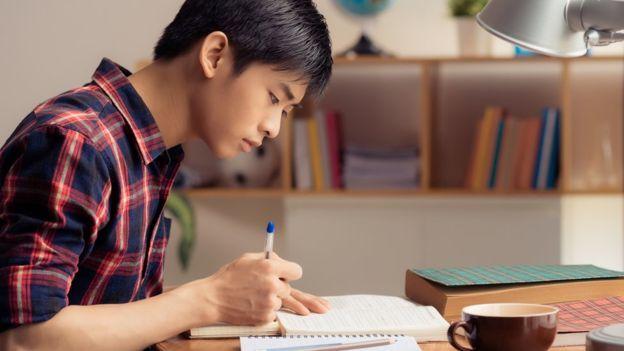 """""""En el este de Asia usan métodos de enseñanza tradicionales, pero se enfocan en la comprensión de conceptos""""."""