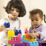 Cómo ayudar a tus hijos para que aprendan jugando
